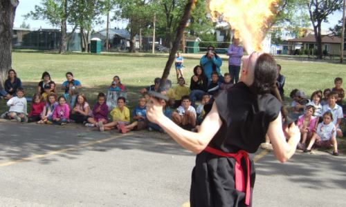 animation scolaire, cracheur de feu, spectacle